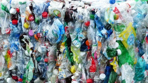 Zber plastov